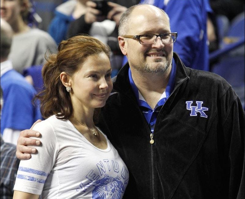 Illustration for article titled Rex Chapman Is Having Problems With An Obsessive Fan