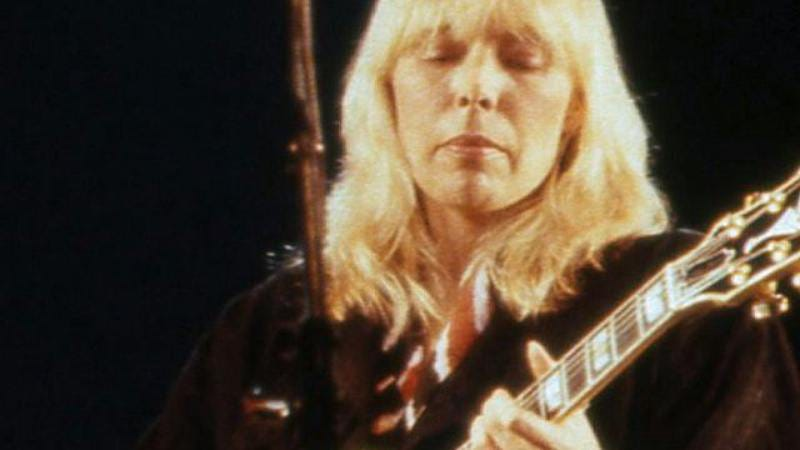 Illustration for article titled Joni Mitchell suffered an aneurysm, is doing better now