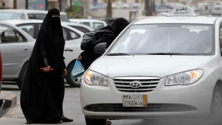 Illustration for article titled As Saudi Voting Ban Is Lifted, Driving Ban Gets Worse