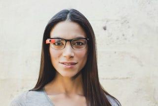Illustration for article titled Google Glass mejora su diseño y ya funciona con gafas graduadas