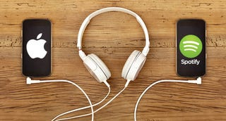 Illustration for article titled Apple Music o Spotify, ¿cuál elegir? Lo mejor y lo peor de cada servicio
