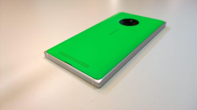 Illustration for article titled Lumia 830, el smartphone asequible de Microsoft y (casi) gama alta