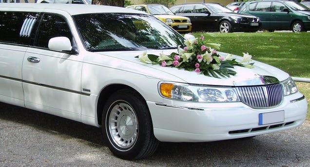 Illustration for article titled Make Your Wedding Day Special With A Limo!