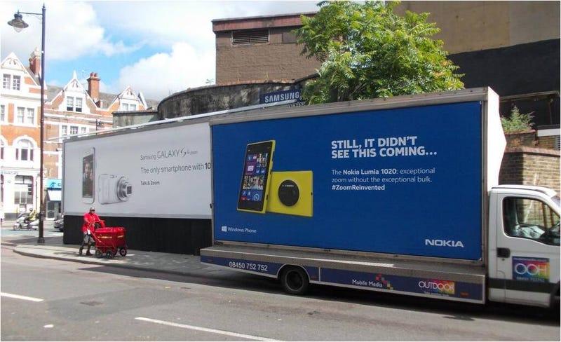 """Illustration for article titled Nokia """"trollea"""" un anuncio de Samsung con marketing de guerrilla"""