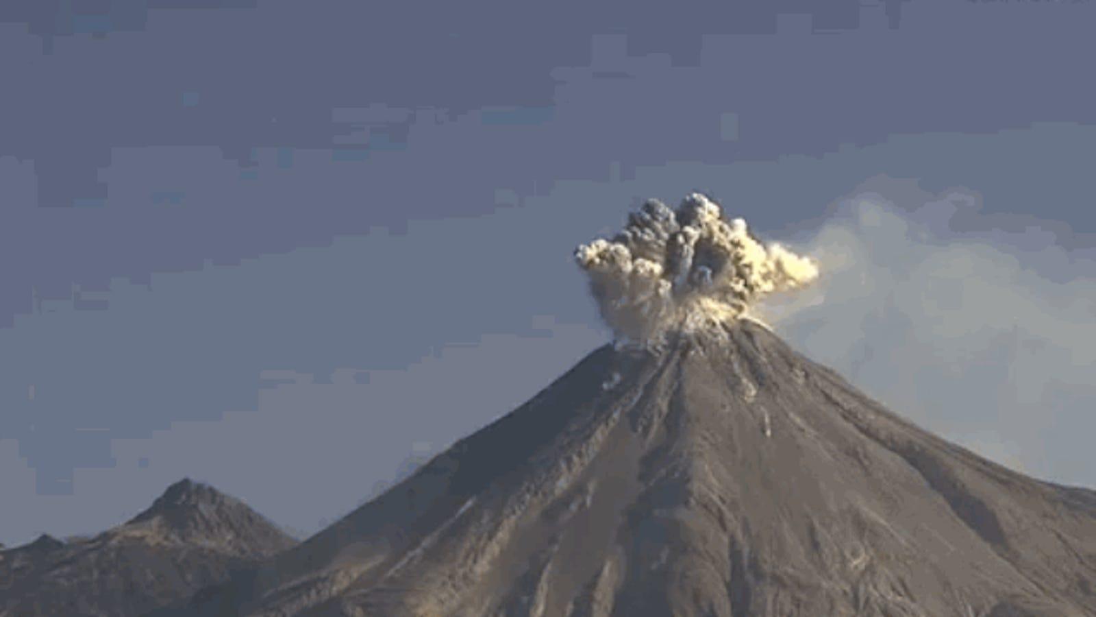 Captan en vídeo una impresionante explosión volcánica en México