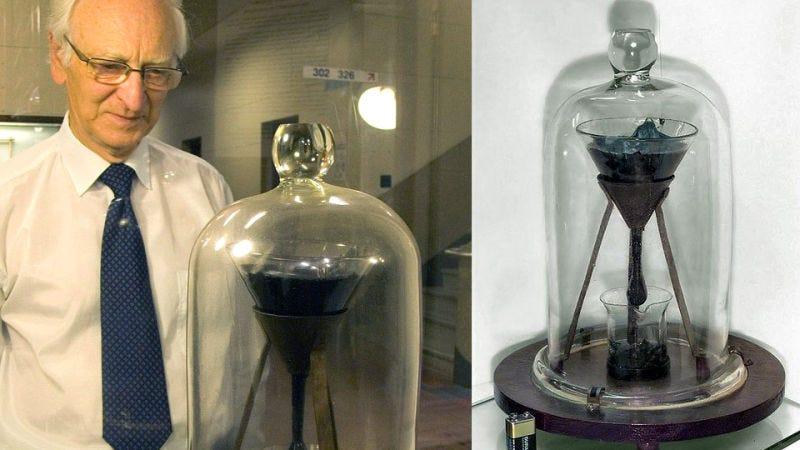 Illustration for article titled La historia detrás del experimento científico más longevo del mundo: el embudo y la gota de brea
