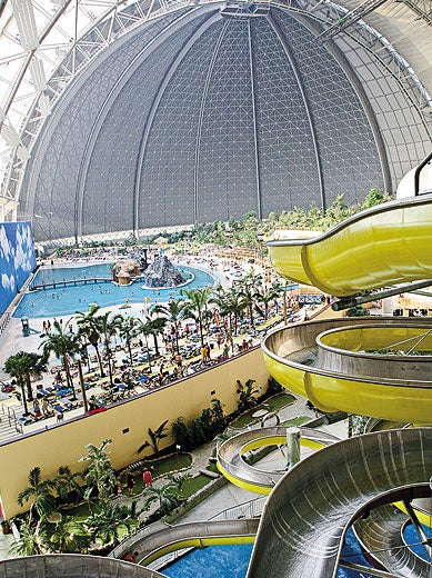 Illustration for article titled A Former Airship Hangar in Berlin Is Now a Huge Water Park