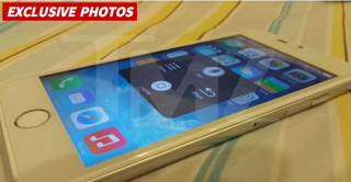 Illustration for article titled TMZ Thinks This Is an iPhone 6, Bless Its Heart