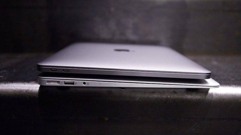 Below, the MacBook Air, ready to die. Above, the 13-inch MacBook Pro. Image: Alex Cranz/Gizmodo