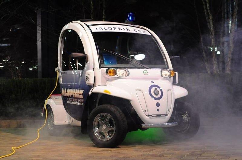 Illustration for article titled Jalopnik GEM-Powered Detroit Auto Show Mobile Command Center