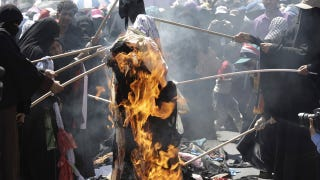 Illustration for article titled Yemeni Women Burn Veils To Protest Government Crackdown