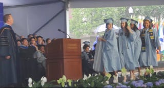 Illustration for article titled Emma Sulkowicz and Friends Carried Mattress During Columbia Graduation