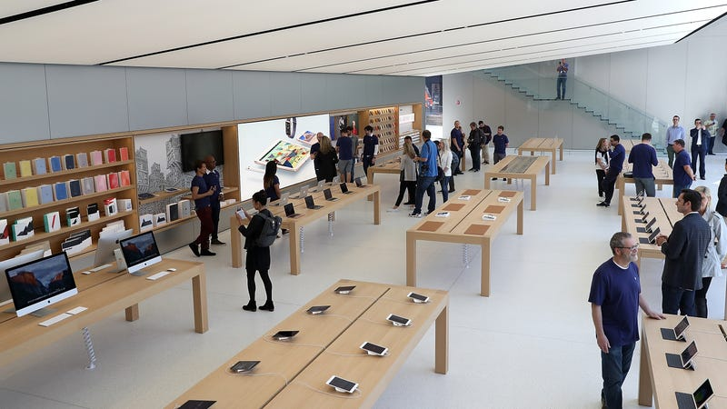 robbing an apple store looks exactly as easy as you 39 d expect. Black Bedroom Furniture Sets. Home Design Ideas