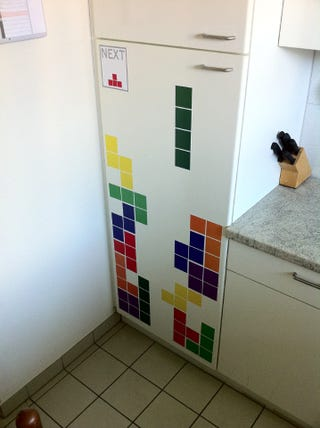 Illustration for article titled Tetris Decorates a Fridge