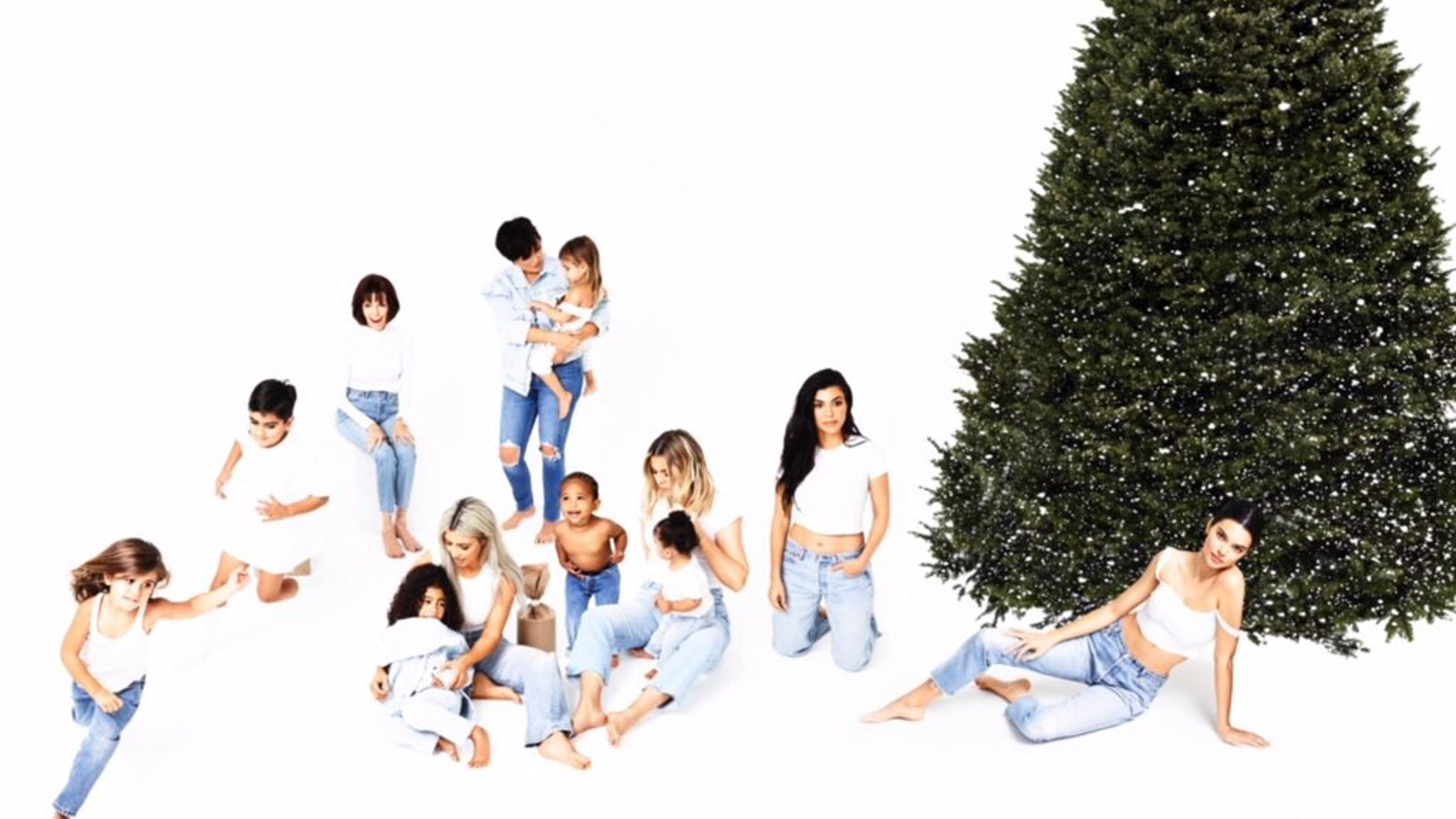 All We Wanted For Christmas Was a Picture of Pregnant Kylie Jenner ...