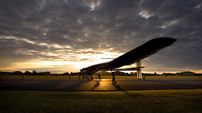 Illustration for article titled This Solar-Powered Plane Is About To Fly Around The World (Very Slowly)