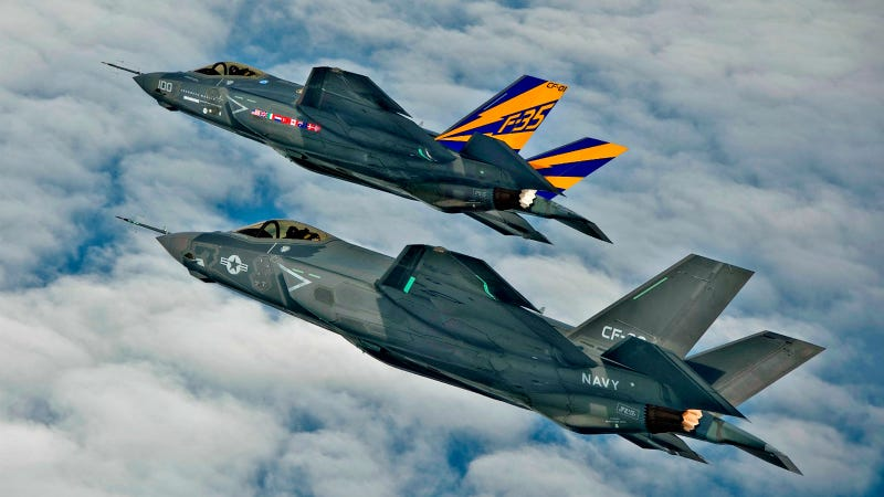 Illustration for article titled This F-35 Formation Is So Impossibly Perfect That It Looks Computer Generated