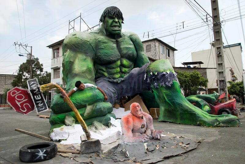 Illustration for article titled In Ecuador, insane giant sculptures of The Hulk and Hellboy invade on New Year's Eve