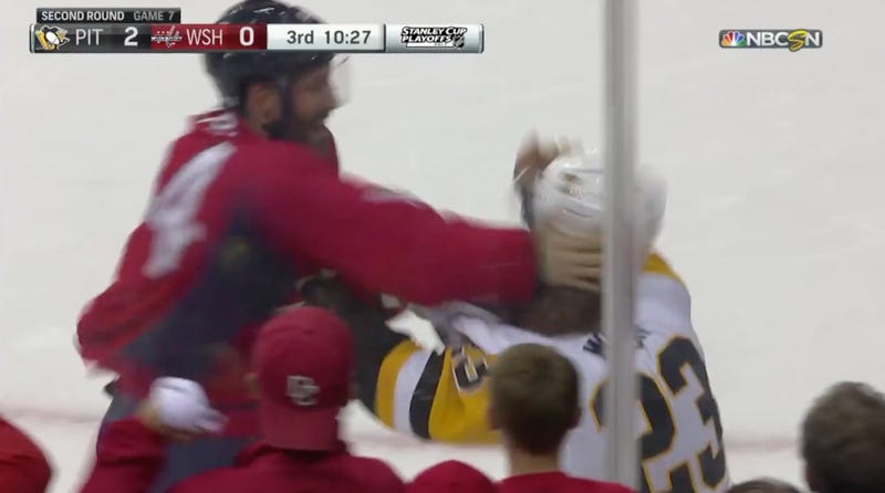 Illustration for article titled Scott Wilson And Brooks Orpik Throw Hands In First Game 7 Fight In 24 Years