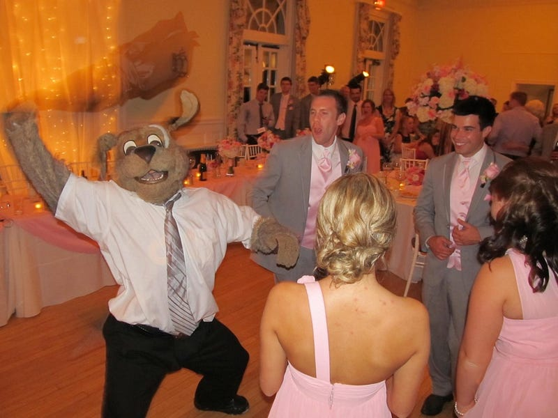 Illustration for article titled NBA Mascot Attends Wedding, Is Life Of The Party