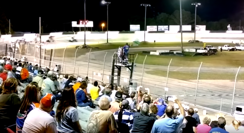 The field taking the green flag on Saturday night before David Steele's first-lap wreck. Image via Gkitf16427 on YouTube
