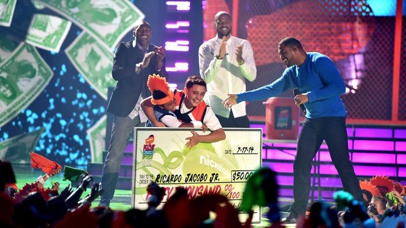 A winner celebrates nailing a half-court shot at the 2014 Nickelodeon Kids' Choice Sports Awards.