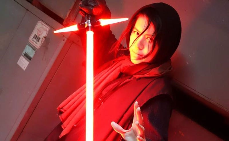 Illustration for article titled Someone Built A Replica Of The Weird New Star Wars Lightsaber