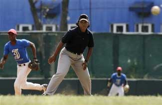 Illustration for article titled Cubans Treat Their Female Umpires Much Better Than We Do