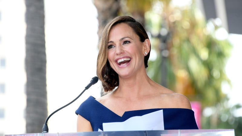 Illustration for article titled Jennifer Garner sucks at retail, but she sure seems nice