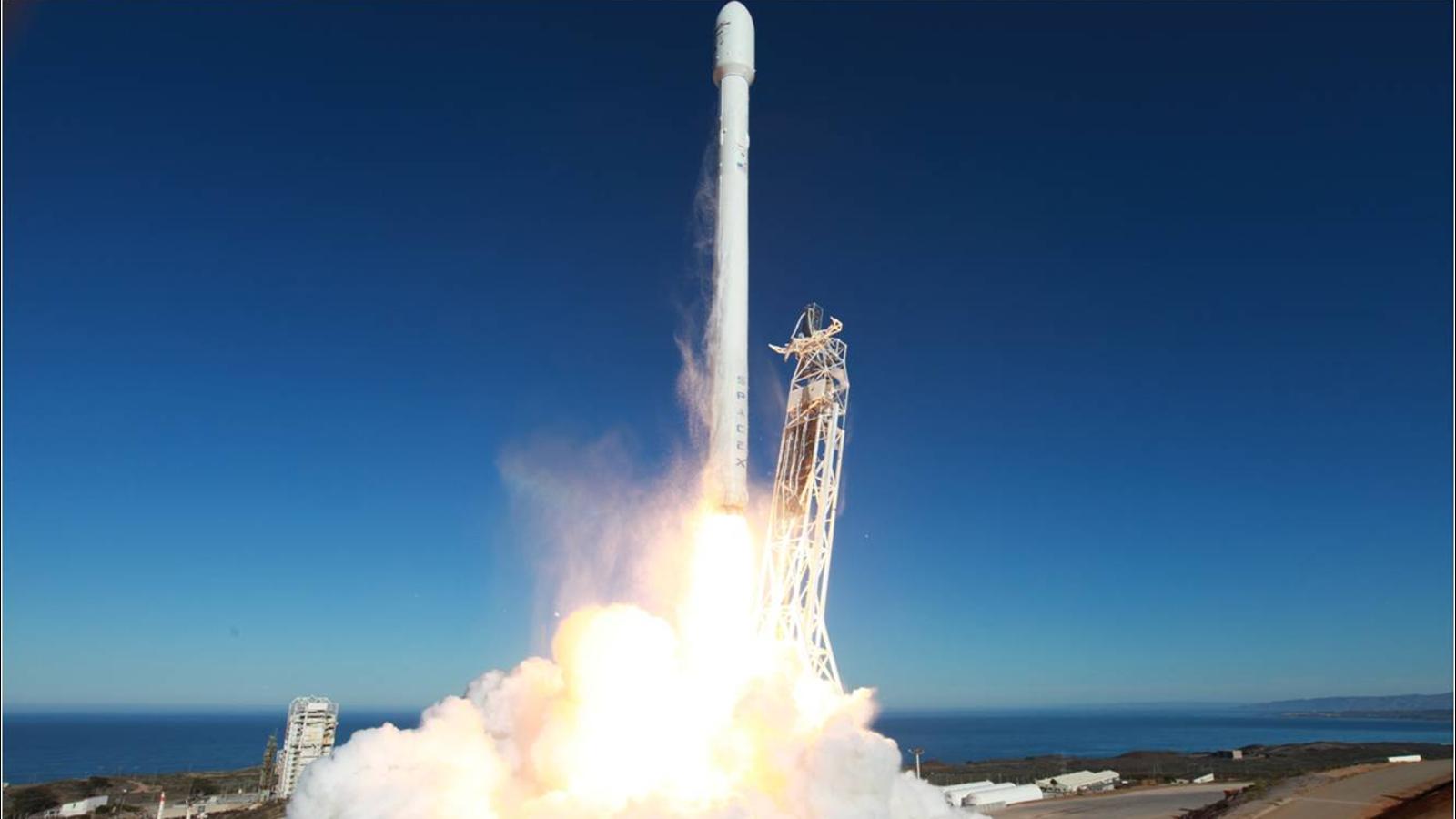 Fracasa el aterrizaje del cohete Falcon 9 sobre una plataforma flotante