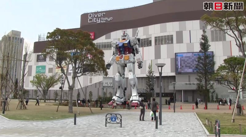 Illustration for article titled Even Giant Gundam Like the Shopping Mall