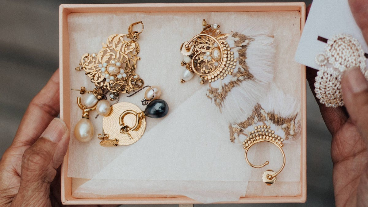 fadc891ca5dbc How to Sell Your Used Jewelry for Cash