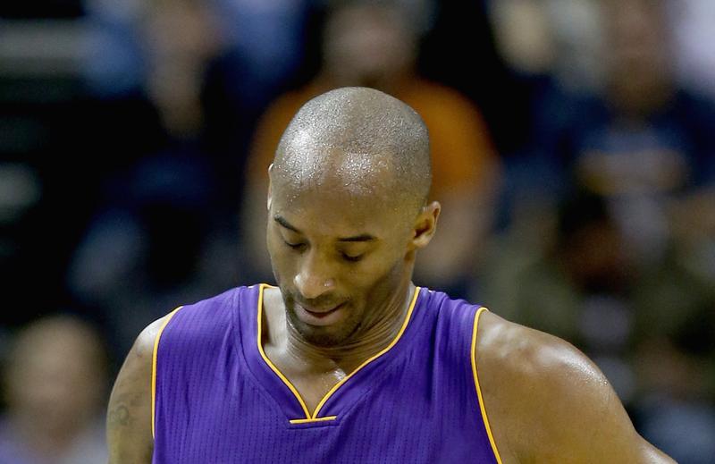 Illustration for article titled Kobe And The Lakers Do Dumb Shit; Anthony Davis Dismisses Them