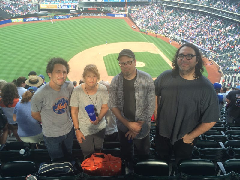 Illustration for article titled You Can Take Yo La Tengo To A Mets Game, But You Can't Make 'Em Do The Wave
