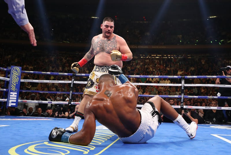Illustration for article titled Enormous Fraud Anthony Joshua Knocked Out By Thirsty, Hungry Fella