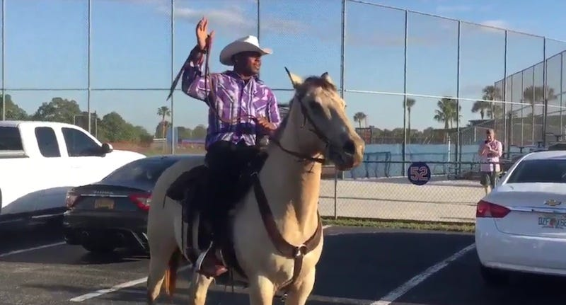 Illustration for article titled Yoenis Cespedes Rides A Horse To Work