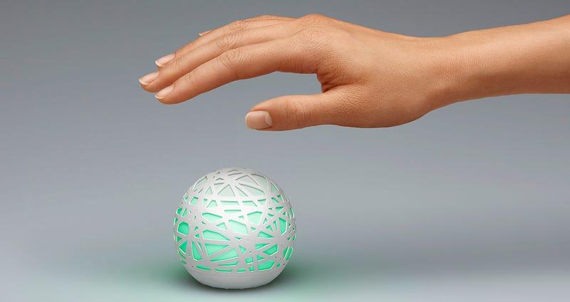Illustration for article titled Esta bola te vigila al dormir y sabe cómo despertarte