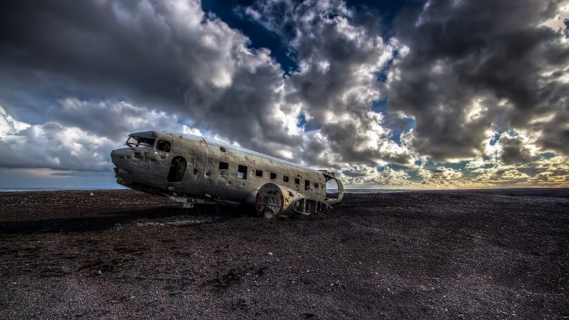 Illustration for article titled Haunting Photos Of A Plane Crash Untouched For 40 Years