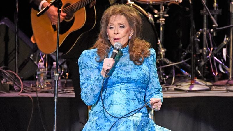 Loretta Lynn performs on March 31, in Louisville, Kentucky. (Photo: Stephen J. Cohen/Getty Images)