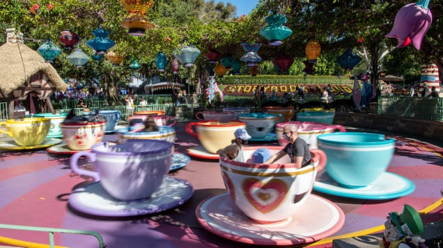 Disneyland and Disney World Are Officially  Retiring  the Free FastPass Service