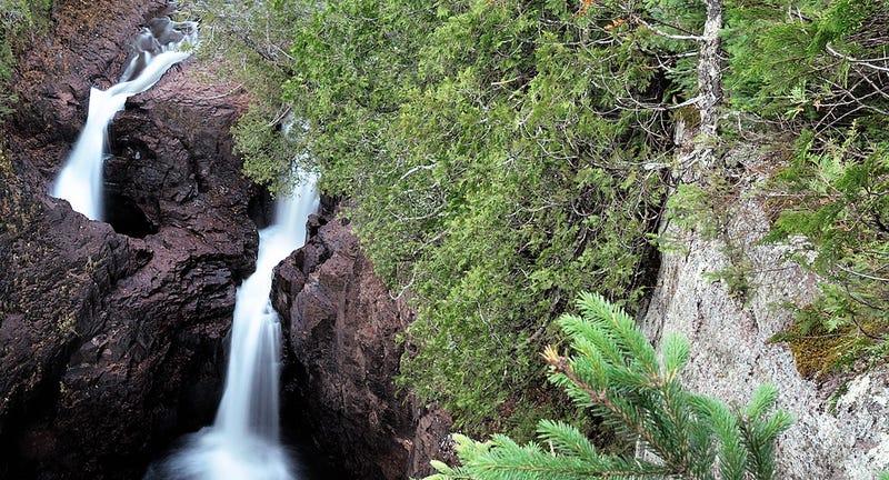 Illustration for article titled La mitad de este río desaparece en un agujero en el suelo y nadie sabe a dónde va