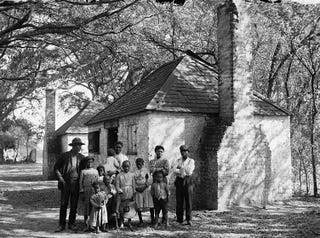 Freed family on a plantation (DiscoverFreedmen.org)