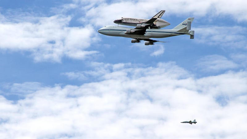 Illustration for article titled The Best Shot of the Space Shuttle's Amazing Goodbye Flight You'll See Today