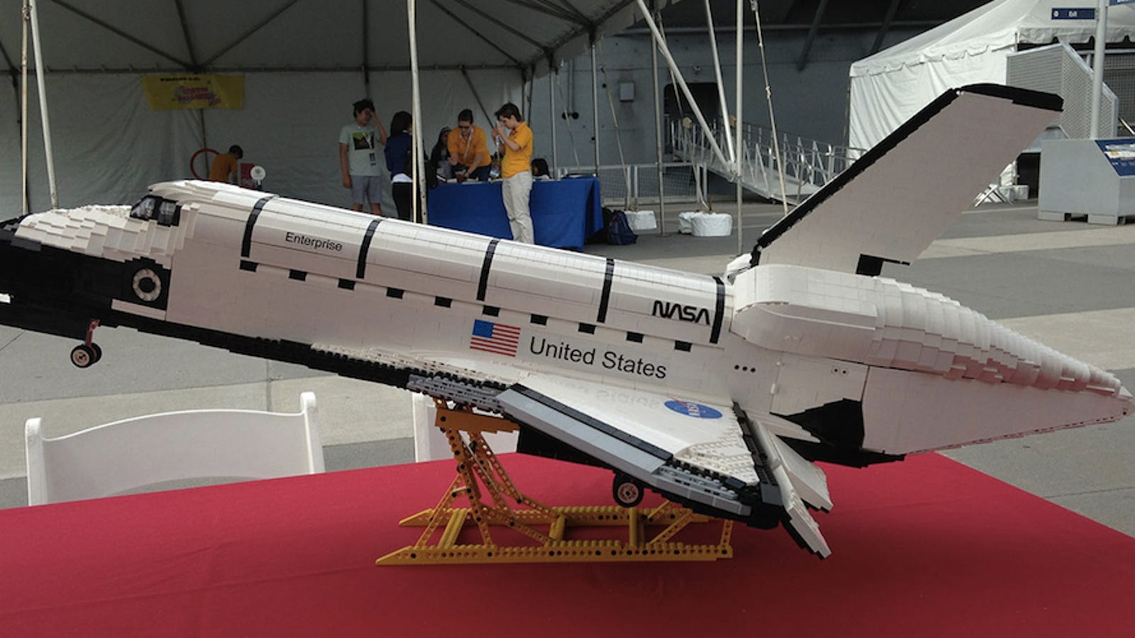 i want this 3 foot long lego space shuttle so badly. Black Bedroom Furniture Sets. Home Design Ideas
