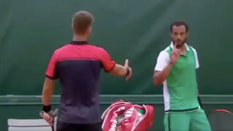 Klizan in French Open handshake row ahead of Murray clash