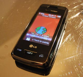 Illustration for article titled Verizon's LG VX10000 Voyager Revealed and Groped (with Gallery)