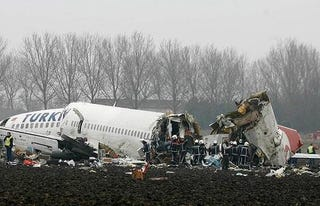Illustration for article titled Airplane Crashes Breaking In Three Pieces, Only Nine Dead