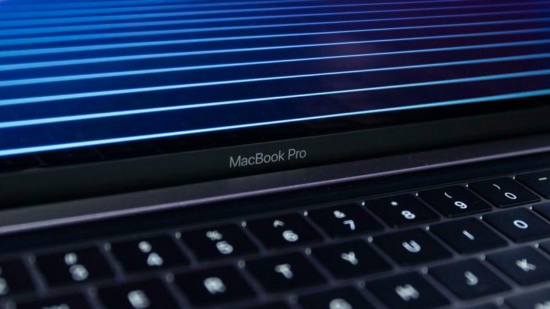 Illustration for article titled Hay nuevos MacBook Pro a la venta (y Apple dice que vienen con teclado mejorado)