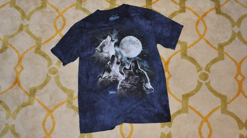 Illustration for article titled A T-Shirt Connoisseur Reviews the Renowned Three Wolf Moon Shirt