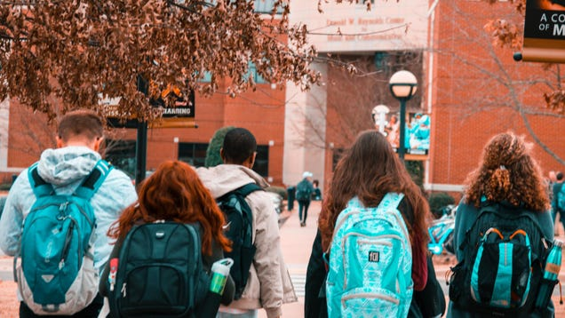 How to Help Your Teens Choose the Right College for Them